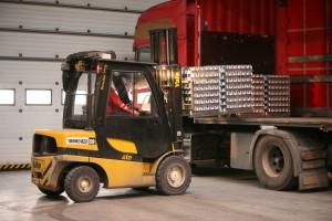 Nakladanie PFA bločkov na kamión.